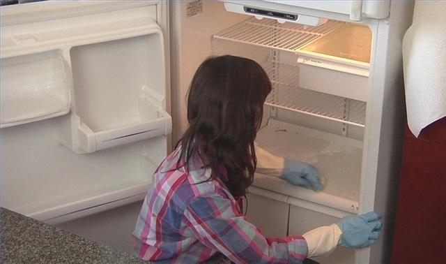 7 bước lau chùi tủ lạnh sáng bóng không tì vết mà các bà nội trợ nên biết